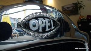 Opel-Logo auf dem Opel 4/20 PS