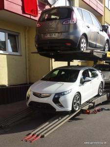 Opel Ampera auf dem Autotransporter in Richtung Litauen