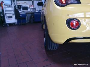 Opel ADAM mit Spurverbreiterung in Nahsicht