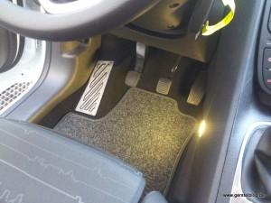 Fahrschulauto, Beleuchtung Fußraum
