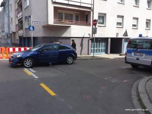 Unfallwagen um die Ecke
