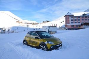 So steht der Opel ADAM ROCKS noch im Schnee