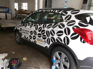 Opel Mokka mit Kaffeebohnenbeklebung