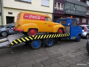 Opel Olympia Kastenwagen auf einem Opel Blitz Abschleppwagen