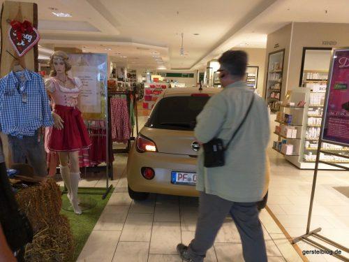 Geschafft! ADAM ist im Kaufhaus.
