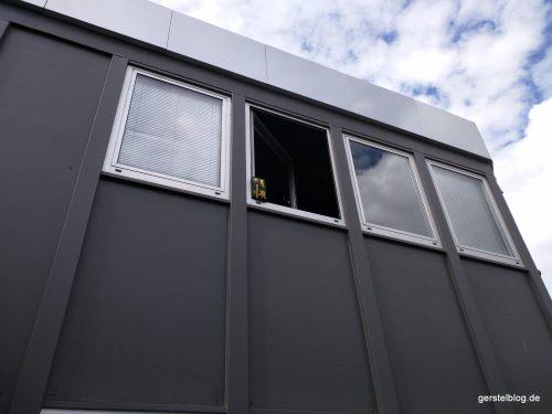 Verbandsset als Fensterstopper