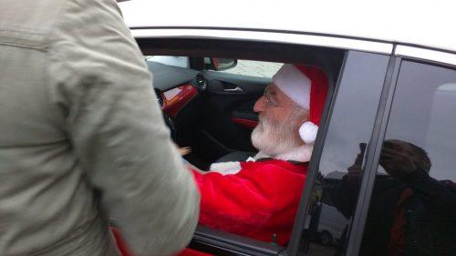Der Weihnachtsmann im Autohaus Gerstel